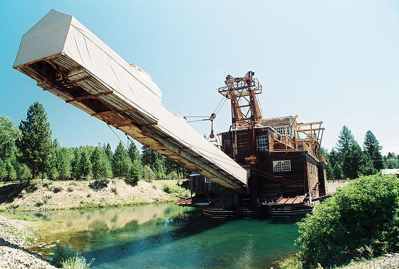 Small Gold Mining Dredges : Sumpter oregon is an attraction to modern day gold